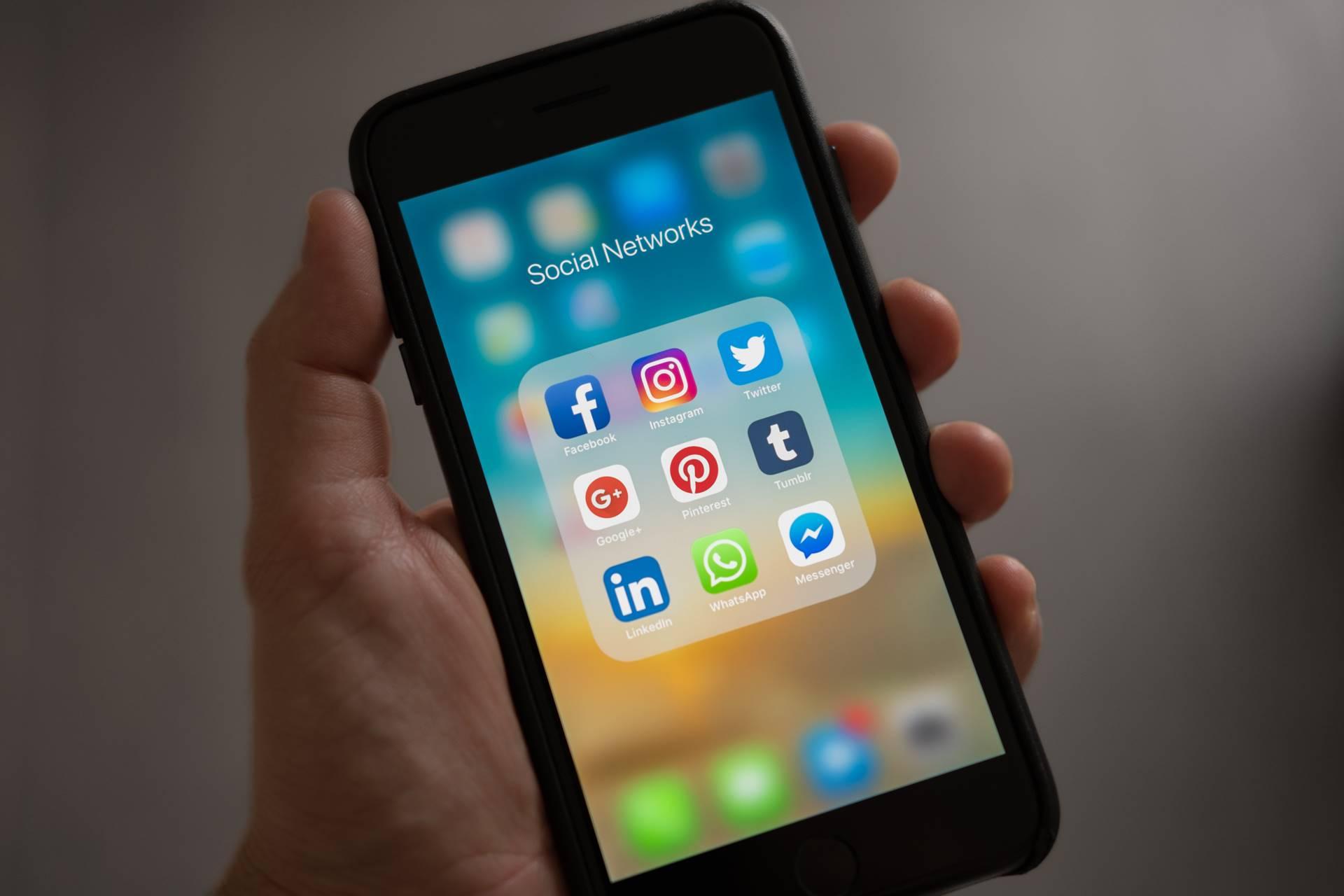 Social Media Updates - Banner
